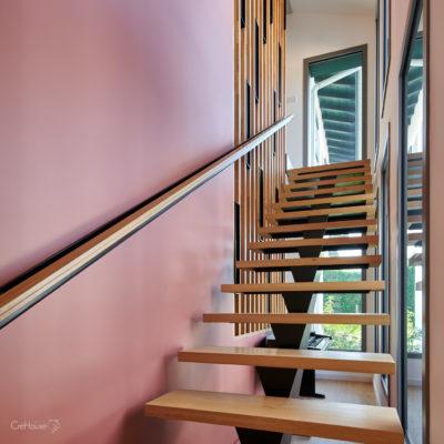 escalier sur-mesure, claustra et pan de mur Terracotta