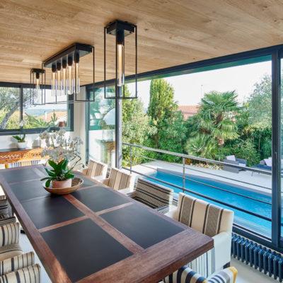 Rénovation et création d'une salle à manger avec vue sur la piscine