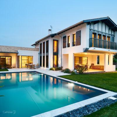 Réalisation d'une maison individuelle avec piscine à Arcangues au Pays Basque - Photo de nuit 3
