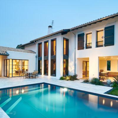 Réalisation d'une maison individuelle avec piscine à Arcangues au Pays Basque - Photo de nuit 2